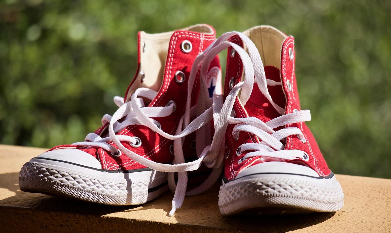 オキシクリーンで靴の黄ばみや臭いは取れる?色落ちなど失敗しない洗い方は?