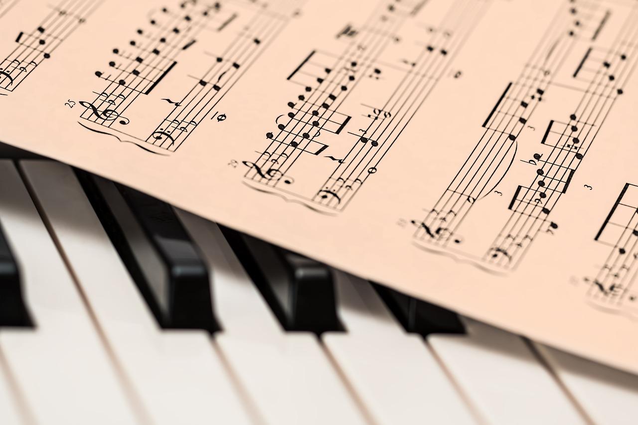 ピアノ長調と短調の違いは?見分け方・覚え方を解説!【中学生音楽】