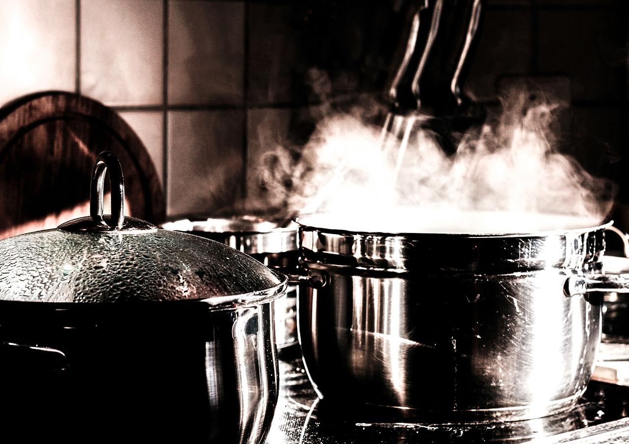 土鍋(新品)の臭いは取れる?使いはじめの目止めをとぎ汁や小麦粉で行う方法!