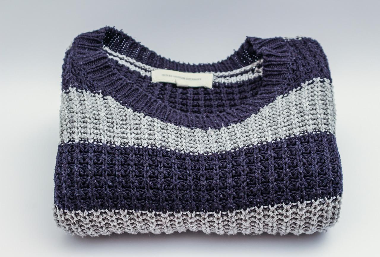 セーターがハンガーで伸びたときは?型崩れ防止を!洗濯方法・百均やニトリのかける収納を紹介