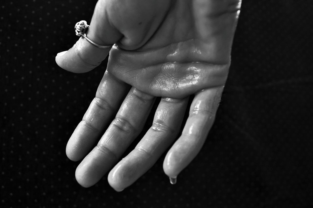 オドレミンで手汗・脇汗が止まる?効果的な使い方と顔に使用する注意点!