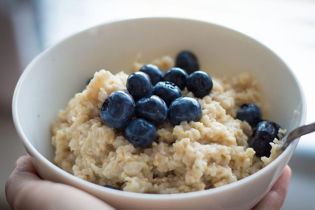 もち麦の簡単なゆで方!レンジや酢を使うポイント・水から茹でる方法と保存方法も!