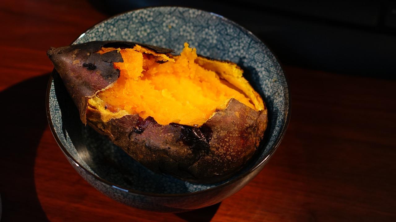 さつまいもをレンジで焼き芋にする方法!簡単にするポイントと蒸す時間も確認!