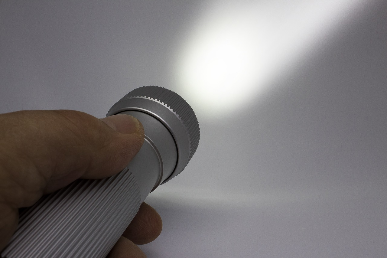 懐中電灯とペットボトルでランタンを自作する方法!簡単から可愛いものまで!
