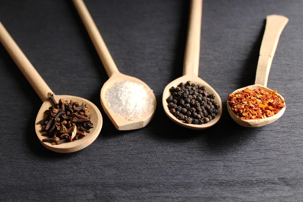調味料と香辛料とハーブの違いは?どんな種類があるかもチェック!