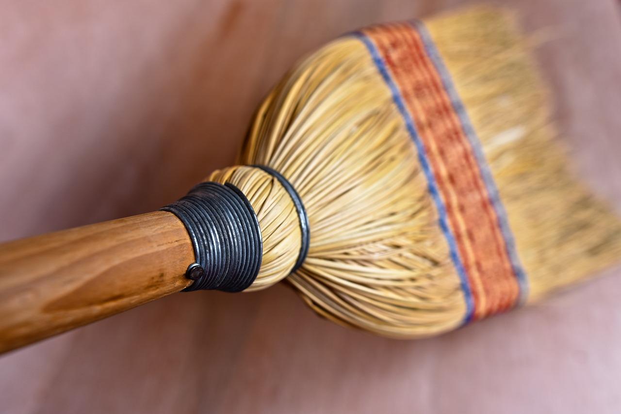 畳掃除にはほうきが良い?コロコロ、シート、雑巾、クエン酸もダニに効果的?