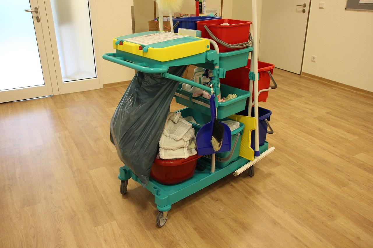 すのこの掃除方法は?収納やベランダ・お風呂に使っている物のやり方は?便利な道具も紹介!